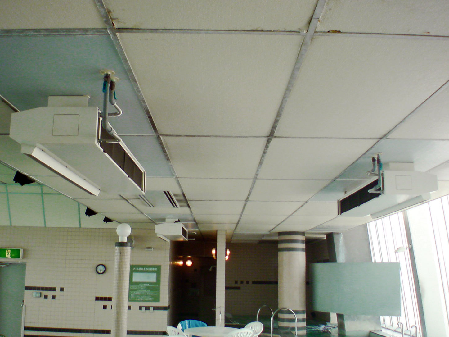 水平形ユニットヒーター設置例